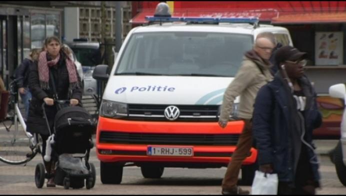 Politie pakt drugdealer, misdadiger en illegalen op bij grote controle
