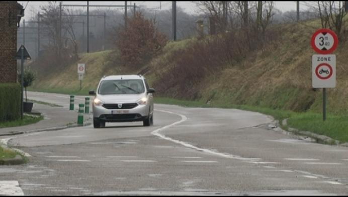 Politie vindt vrouw in koffer van kleine personenwagen
