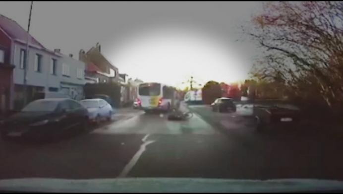Dashcam filmt hoe vrouw nipt aan de dood ontsnapt