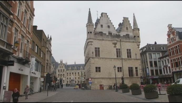Schepenhuis Mechelen helemaal gestript
