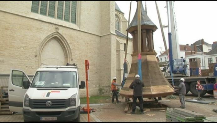 Vieringtoren Sint-Janskerk opnieuw op kerk gezet
