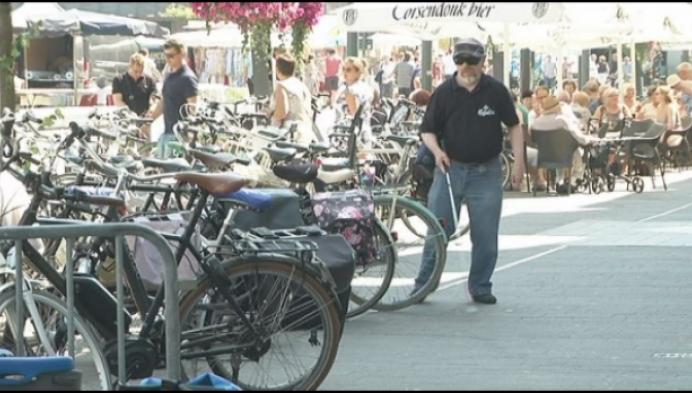 Fietsen barricaderen oversteekplaats slechtzienden in Turnhout