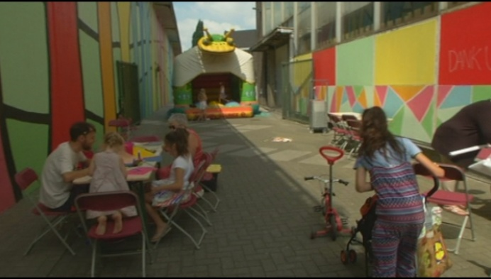 Eerste zomerbos in Mechels speelgoedstraatje