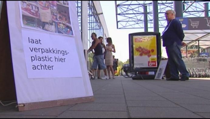 Dieftar organiseert 'plastic attack' op Lidlfiliaal