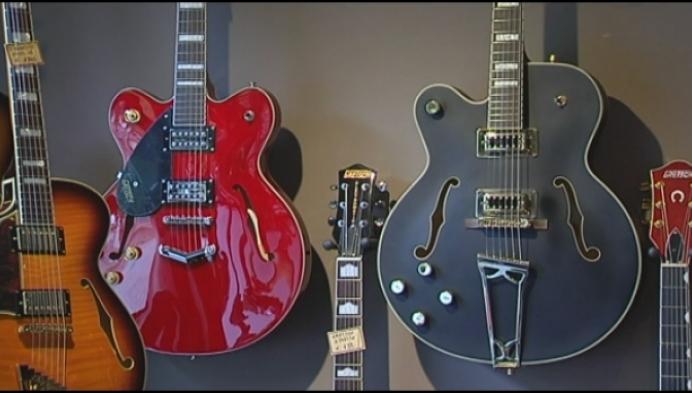 Putte heeft enige gitarenwinkel voor linkshandigen