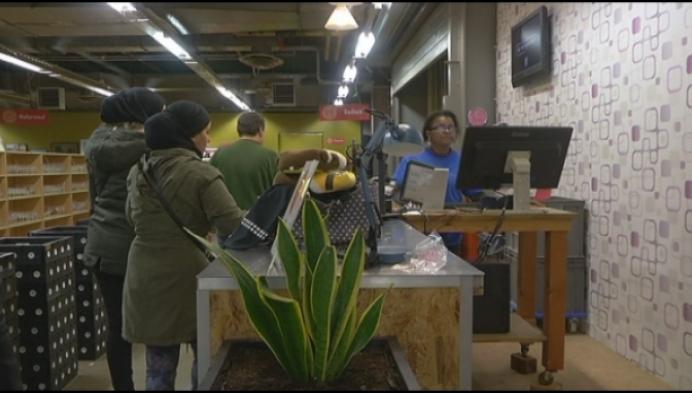 """Kringwinkel Geel: """"Werk is niet meer bij te houden"""""""