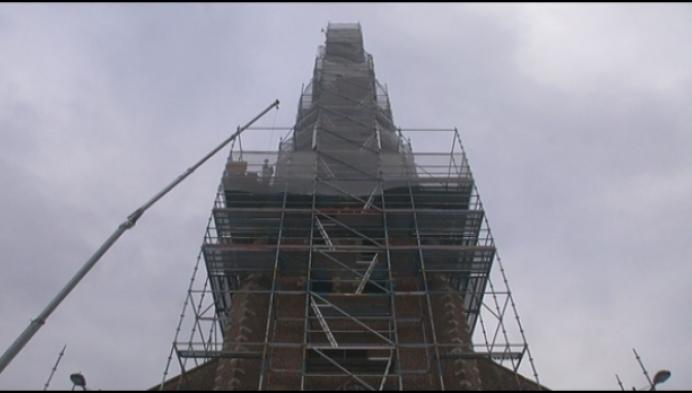 Sint-Lambertuskerk in Laakdal 100 dagen in de steigers