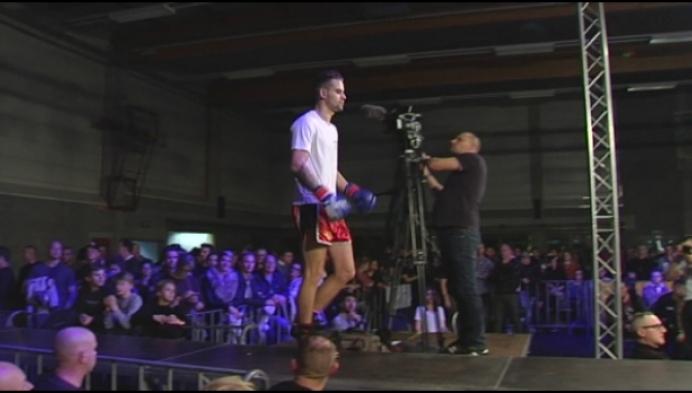 Jasper Deprez pakt in Weelde Vlaamse titel muay thai boksen -67kg