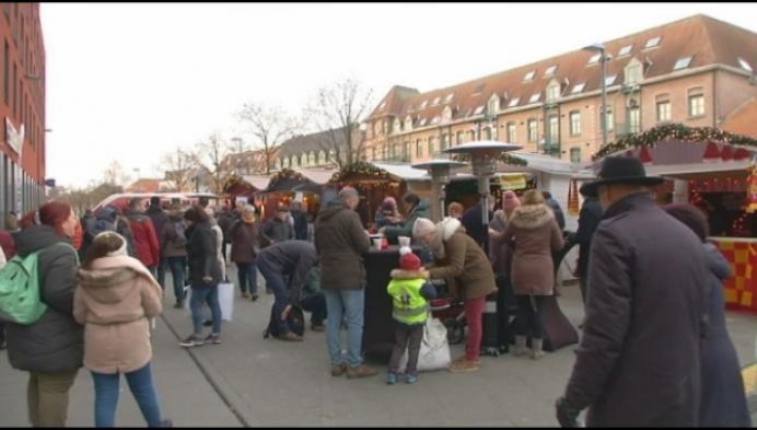 Sfeervolle Mechelse kerstmarkt bij winterse temperaturen