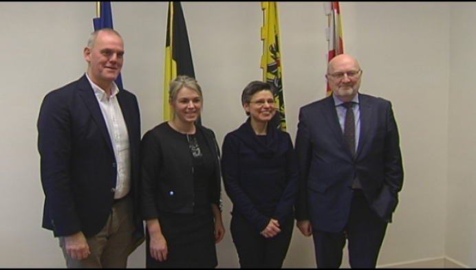 Twee stemmenkanonnen leggen de eed af als burgemeester