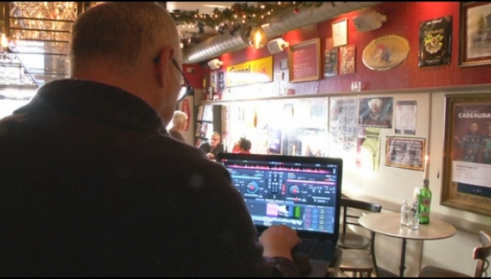 DJ's op leeftijd draaien voor goed doel in Heist