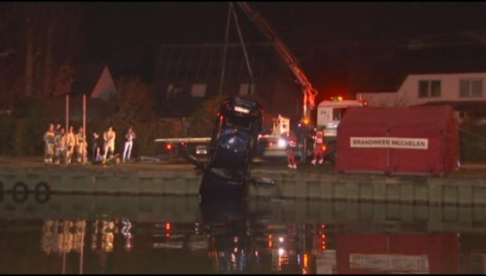 Auto belandt in kanaal aan Thiebroekvaart in Mechelen