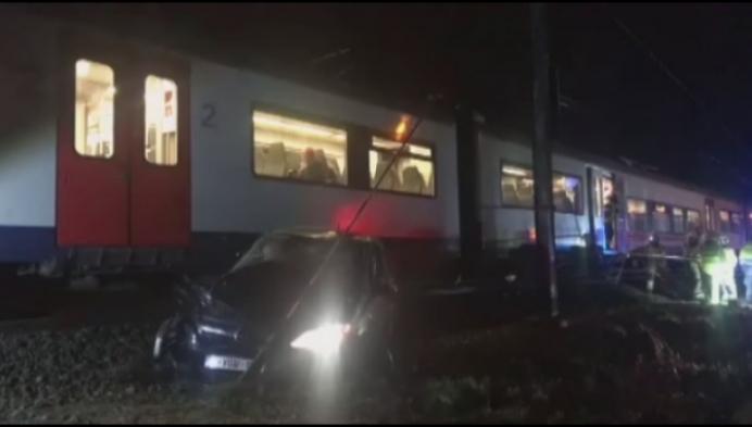 Bestuurder zonder rijbewijs komt op spoorweg terecht