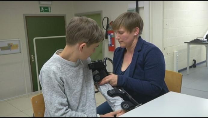 13-jarige Nijlenaar test gloednieuwe elleboogorthese