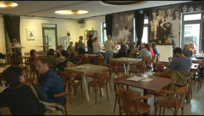 Leerlingen Sint Maria Geel krijgen les op café