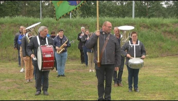 Honderd muzikanten oefenen samen voor fanfarathon