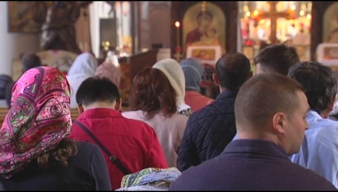 Opnieuw volle kerk in Wortel dankzij Roemenen