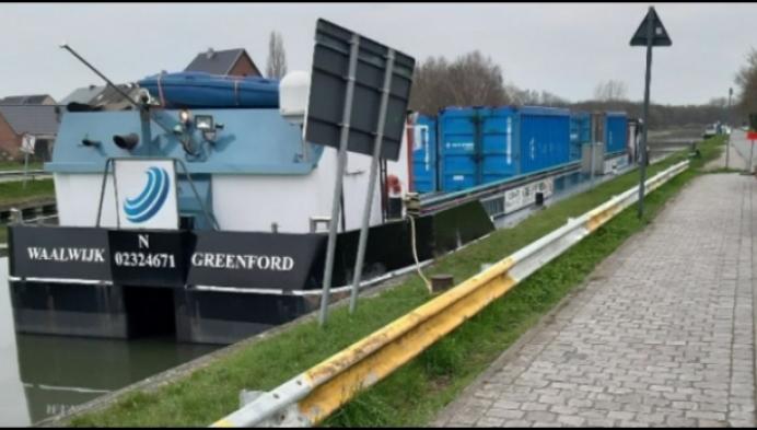 Buurtbewoners Battel willen dat 'stinkboot' verdwijnt
