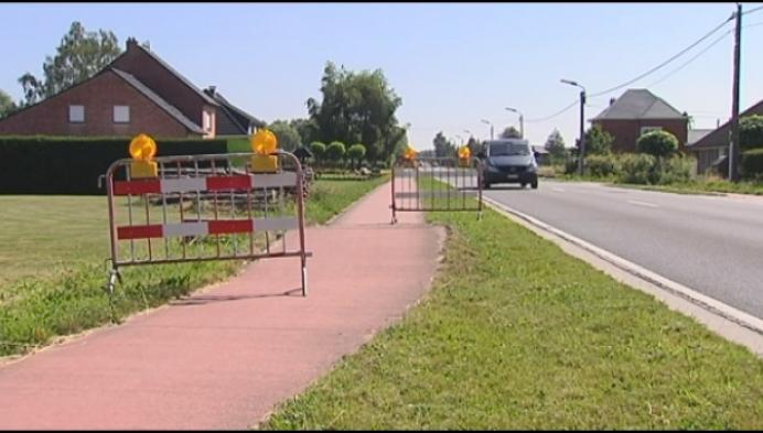 Wegen en fietspaden komen omhoog door hitte