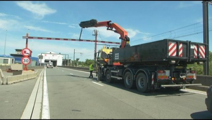 """Vrachtwagen raakt hoogteportiek: """"Al 2de keer in 3 dagen"""""""