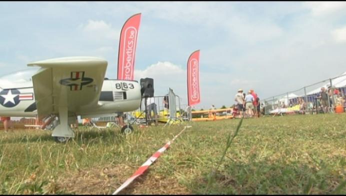 Modelvliegtuigbouwers Wiekevorst tonen hun kunstjes