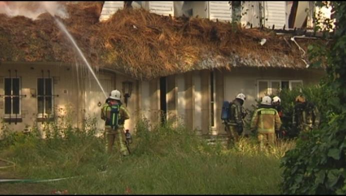 Uitgebrand huis te gevaarlijk om oorzaak te onderzoeken