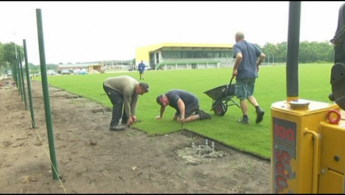 100 vrijwilligers bouwen nieuw stadion Witgoor
