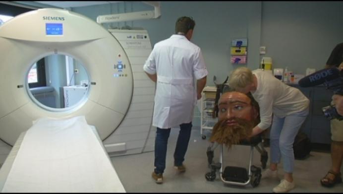 Reus Goliath gaat onder de scanner in ziekenhuis in Lier