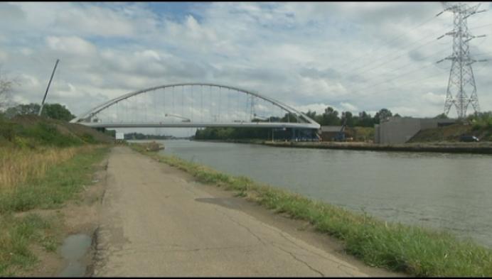 Millimeterwerk: brug Lierseweg wordt op zijn plaats geschoven