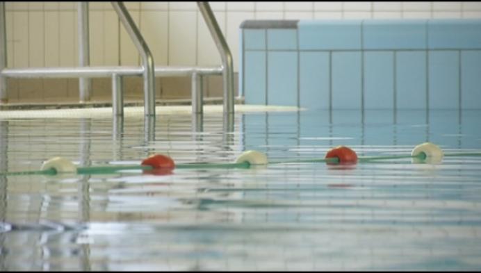 Sluiting zwembad: zwemclub reageert verslagen, school toont begrip