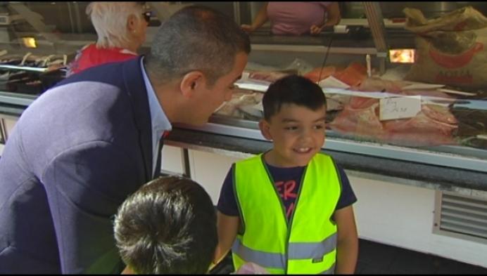 Anderstalige kinderen oefenen Nederlands op de markt