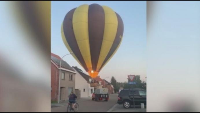 Luchtballon landt in midden van straat