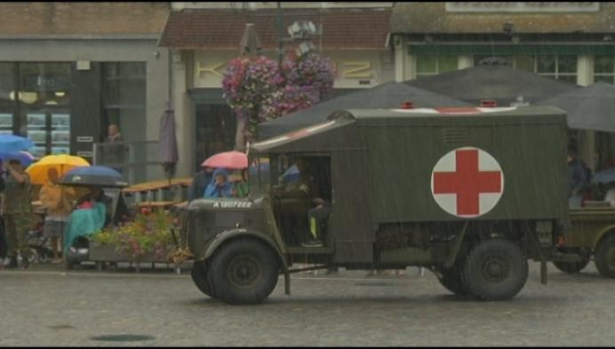 75 jaar bevrijding: militaire colonne komt aan in Mechelen