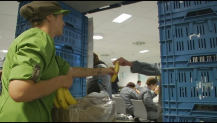 Liers maatwerkbedrijf deelt fruit uit aan personeel