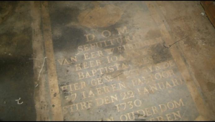 Eeuwenoude graven onder verwarmingsketel