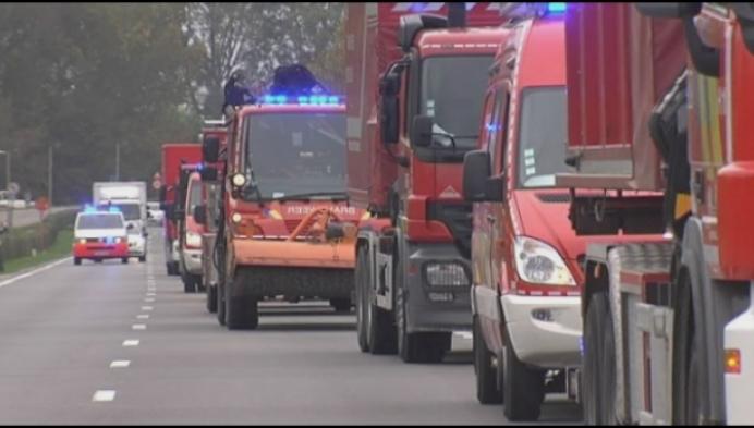 Brandweer verhuist met colonne van 25 brandweerwagens naar Nekker