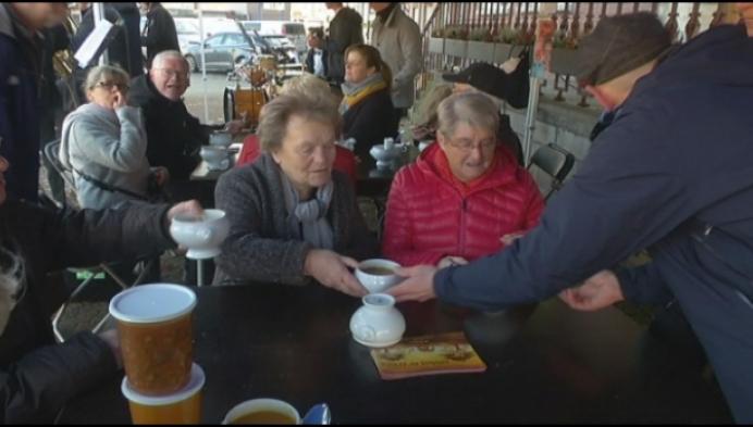 Heel Merksplas koopt soep voor 11.11.11