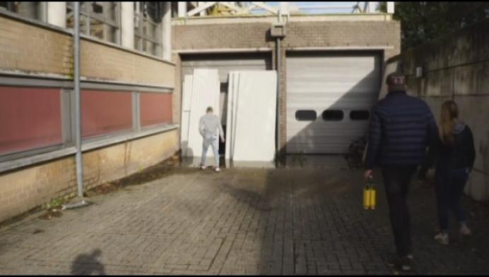 Urban Explorers dringen binnen in leegstaand ziekenhuis