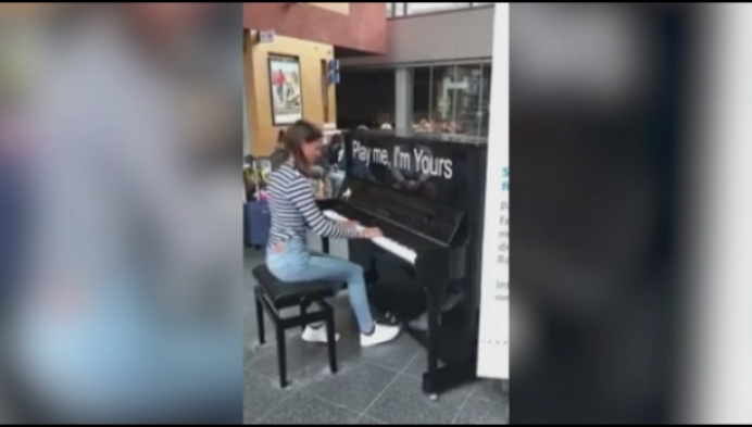17-jarige Aline wint pianowedstrijd van de NMBS