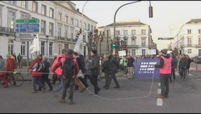Klimaatactivisten trekken door de straten van Mechelen