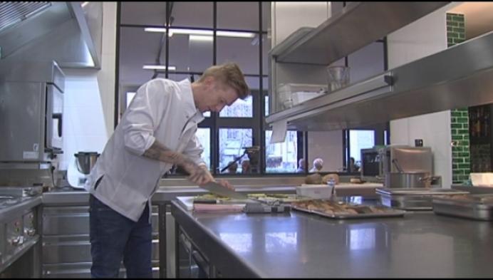Alex Verhoeven opent Koeiketel in Jacobsmarkt