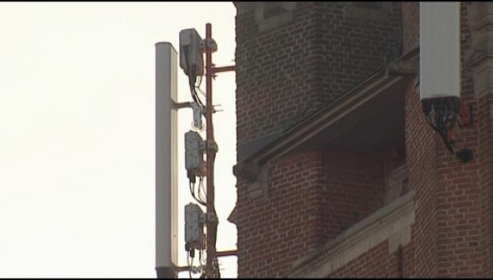 Katelijne verdeeld over zendmasten tegen oud-gemeentehuis