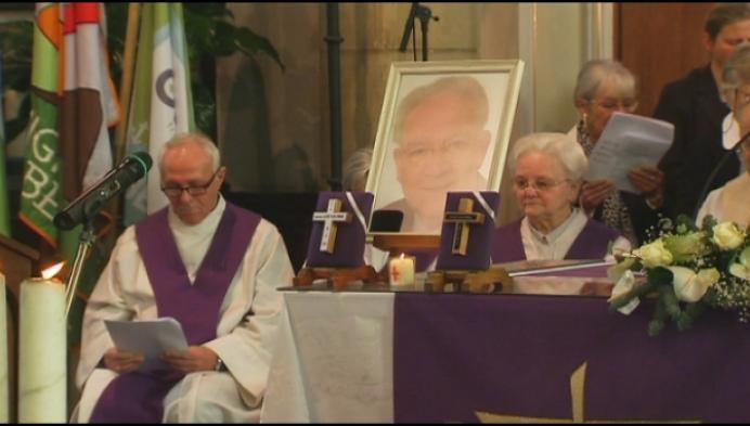 1000 parochianen nemen afscheid van pastoor Vanlommel