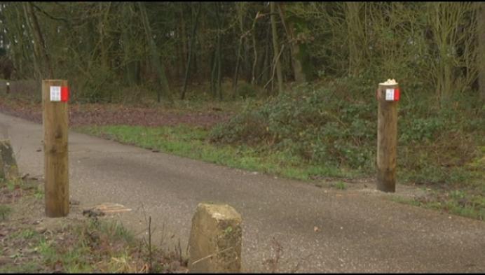 """Houten portieken fietspad Postel vernield: """"Een schande!"""""""