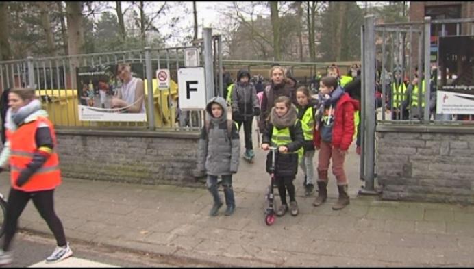 Heilig Grafschool start wandelrij om kinderen veilig naar school te brengen