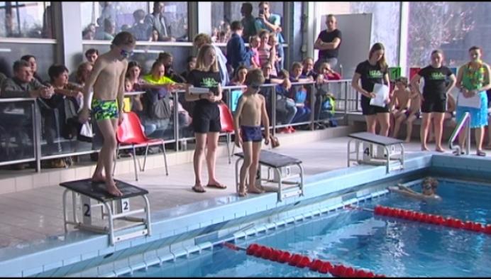 Laatste scholenzwemwedstrijd in oud zwembad Heist