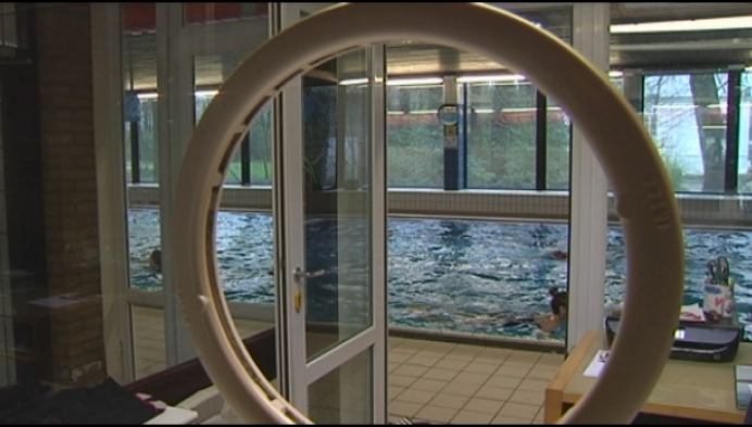 Katelijne zoekt voor zwembad uitbater... met reddersbrevet