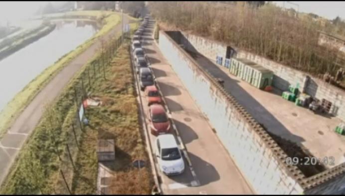 Ook lange wachtrijen aan Mechelse containerparken