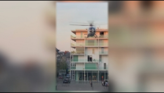 Medische helikopter landt op Rondplein