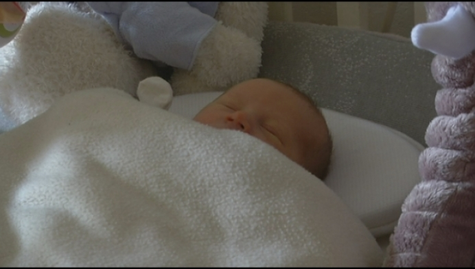 """Vader zet zelf baby op de wereld: """"Plots was het hoofdje daar"""""""